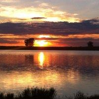 Закат на озере :: Нина