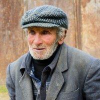 человек в деревне :: David Jotyan