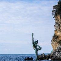 Памятник танцующей девушке :: Виктория грёZы