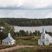 На берегу озера :: Nikolay Monahov
