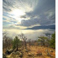 Между небом и небом... Южнобережный пейзаж... :: Сергей Леонтьев