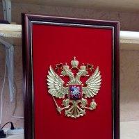 Герб России на бархате в раме :: Владимир (Багетный мастер)