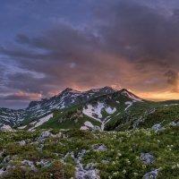 Закат у горы Оштен :: Александр Хорошилов
