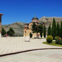 Храм и колокольня на холме Црквина :: Наталья Т