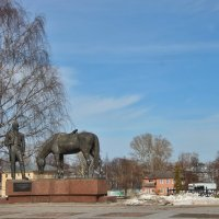 Памятник на берегу. :: Галина .