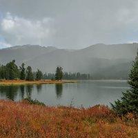 Озеро в горах... :: Сергей Герасимов