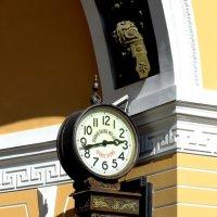 часы в арке :: Геннадий Титов