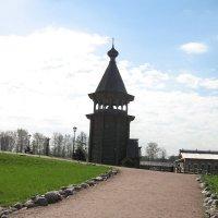 Колокольня Нижне-Уфтюгского погоста (1670) :: Наталья Сафонова