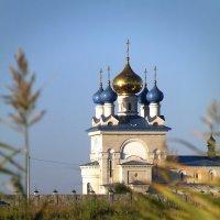 Храм у озера :: Vlad Сергиевич