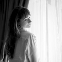 девушка у окна :: Наталья Рублева