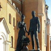 Памятник Николаю II с супругой :: Елена Павлова (Смолова)