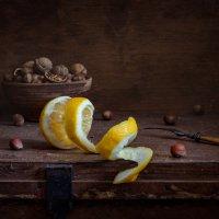 натюрморт с орехами и лимоном :: Evgeny Kornienko