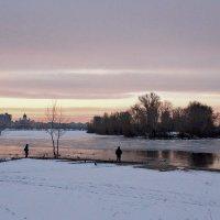 На Днепре в конце марта :: Валентина Данилова