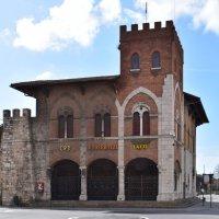 Италия. Пиза. когда-то была крепостная стена... :: Galina Leskova