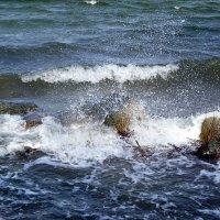 Не спокойно синее море... :: Владимир Секерко