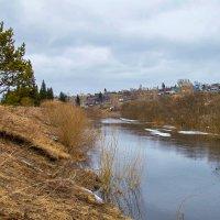 Месяц апрель, река Барзас :: Владимир Деньгуб