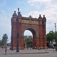 Триумфальная арка на бульваре Пасеч де Льюис Компаньс :: Татьяна Ларионова