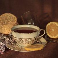 Чай с лимоном и ароматом сирени :: Наталья Кузнецова