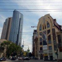 Два здания в Самаре :: Валерий Цуркан