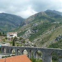 Акведук на фоне горы Румия - наследие Османской империи :: Наталья Т