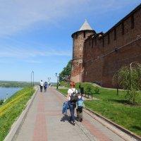 Вдоль стен Нижегородского Кремля :: Вячеслав Маслов