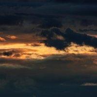 Панорама мрачного апрельского заката :: Анатолий Клепешнёв