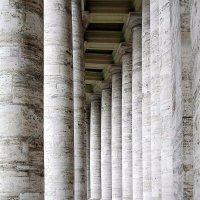 Классика! Колоннада собора Святого Петра в Ватикане :: Алла Захарова