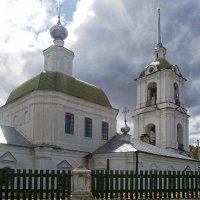 Вид на храм со стороны улицы :: Галина Каюмова