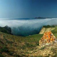 в весеннем тумане плавал Карадаг :: viton
