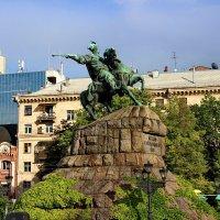 Киев. Памятник Богдану Хмельницкому. :: vodonos241