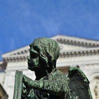Ангел на оградке капеллы Коллеоне :: Татьяна Ларионова