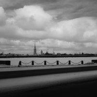 облака над Петропавловкой :: Елена