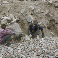 Ремонтные работы в Гималаях :: Evgeni Pa