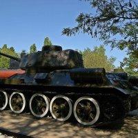 Средний танк Т-34 :: Александр Корчемный
