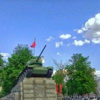 Танк Т-34 в Сквере Танкистов,город Орёл :: Леонид Абросимов