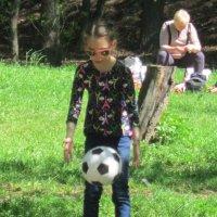 Девочка и мяч :: Дмитрий Никитин