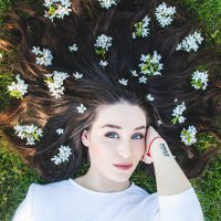 Современная девушка-весна) :: Anna Klaos