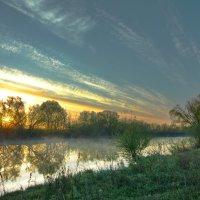 Рассвет на реке :: Дмитрий