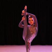 Гимнастка. :: Александр Бабаев