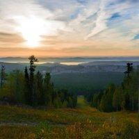 Сверкает свет сквозь облака :: vladimir Bormotov