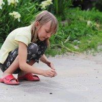 Девочка с мелком :: Юрий Гайворонский