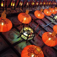 Прогулка в свете фонарей :: Mari_L
