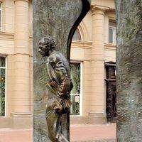 Памятник Булату Шалвовичу Окуджаве в Арбате. :: Елена