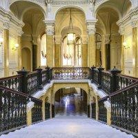Парадная лестница Гатчинского Дворца :: Георгий