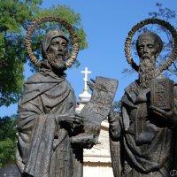 Памятник Кириллу и Мефодию в Севастополе. :: Наталья Каракуца