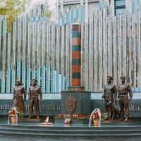 памятник пограничникам Новокузнецк :: Юрий Лобачев