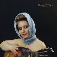 Одна девчоночка сижу, не грустная.. :: Светлана Трофимова