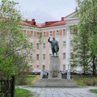 Монументальное скульптурное произведение, посвящённое Сергею Мироновичу Кирову :: Анна Приходько