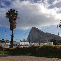 Гибралтарская скала. Вид с испанской стороны :: Ирина Via