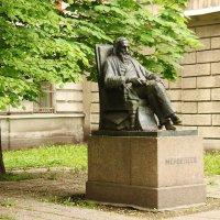 Памятник Менделееву. :: sav-al-v Савченко
